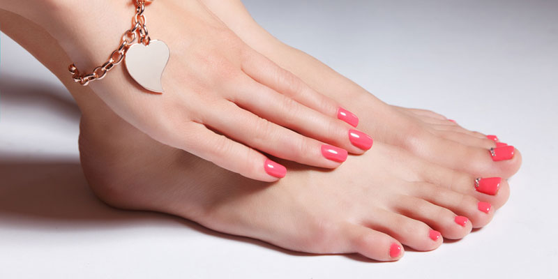 Come fare una perfetta manicure e pedicure in 9 step